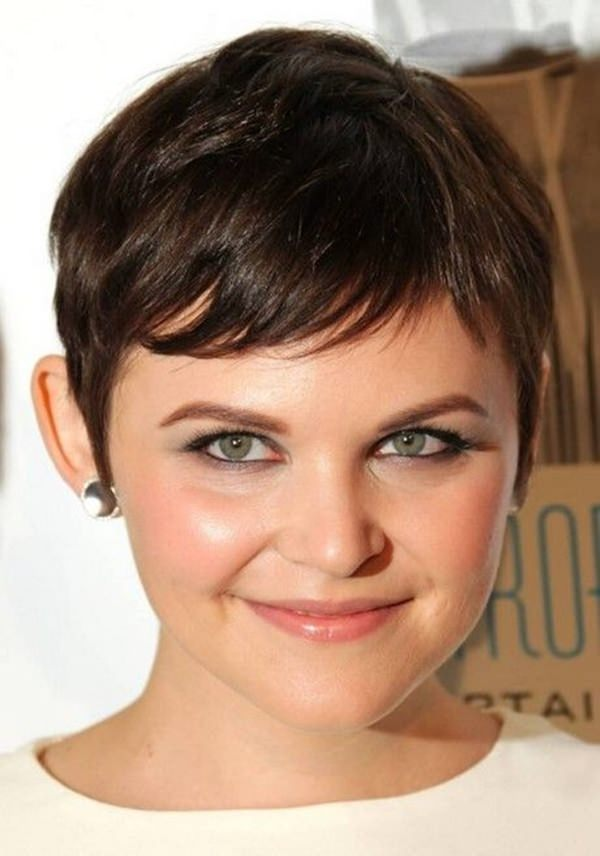 For A Round Face You Can Go Cute Short Hairstyle That Add To Your Pick Small Bold Earpiece Complete Look