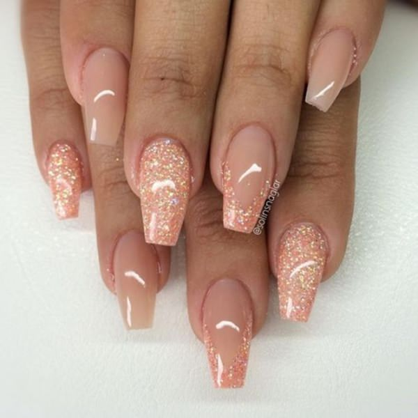 14 Glittered Peachy Nails