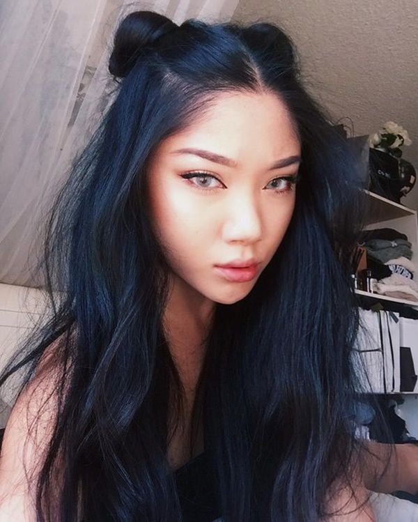 When I Told You Blue Black Hair Colors Look Like A Mysterious Shade Of Color Was Not Lying She Seems An Enigma Her Cat Eyes With The Perfect
