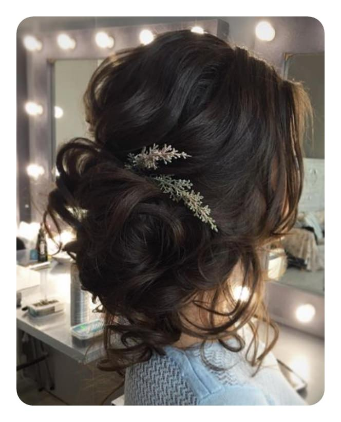 Low Loose Bun Hairstyles For Weddings: 87 Easy Low Bun Hairstyles And Their Step By Step